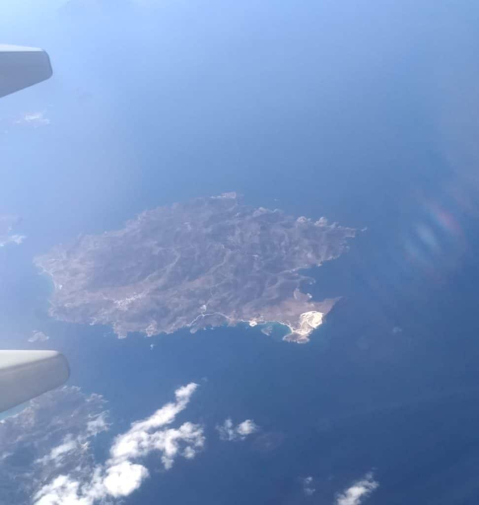 Wyspa na Morzy Śródziemnym - widok z samolotu