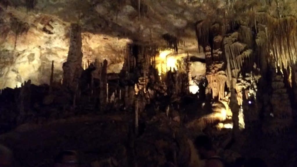 formacje skalne w jaskini Cuevas del Drach Majorka