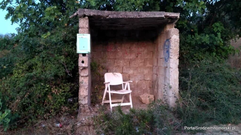 Przystanek autobusowy na kreteńskiej prowincji
